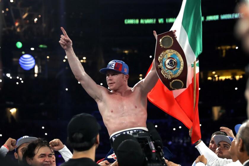Saúl 'Canelo' Álvarez, tras coronarse monarca mundial Superwelter WBO el 17 de septiembre de 2016, en Arlington, Texas.