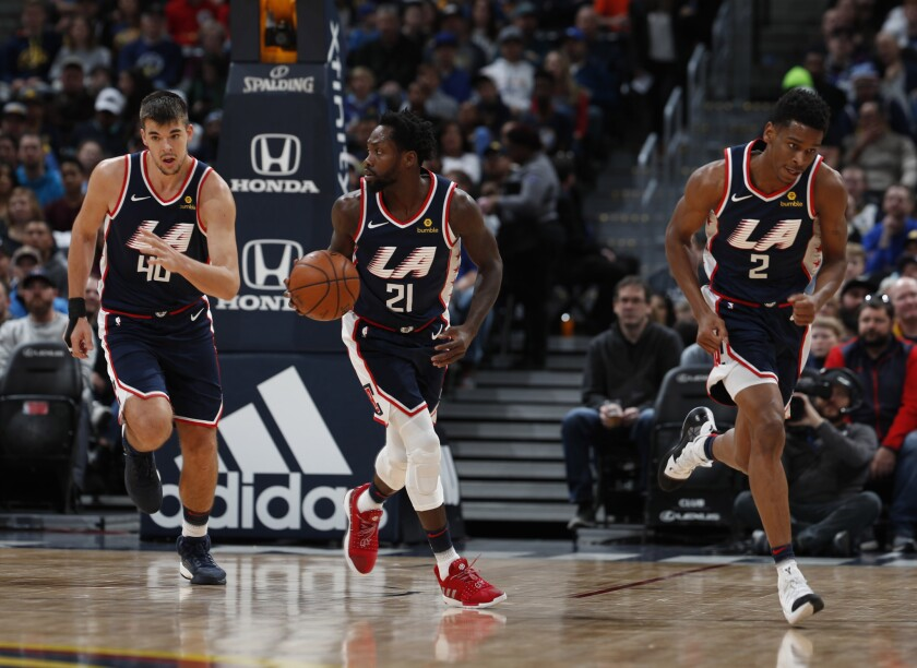 Los Angeles Clippers center Ivica Zubac (40), r m