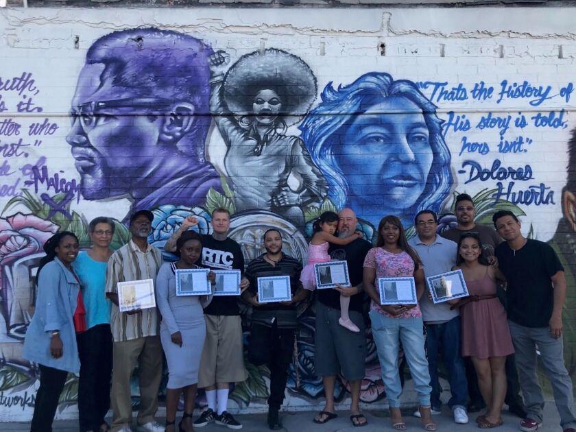 Escritores del nuevo libro Reclaiming Our Stories 2, un proyecto de Pillars of the Community