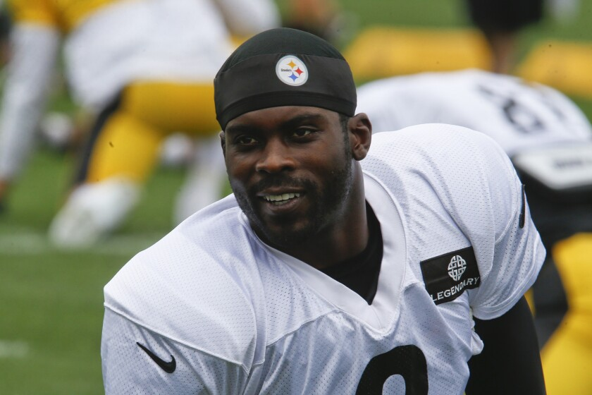 Pittsburgh Steelers quarterback Michael Vick warms up during practice on Aug. 26.