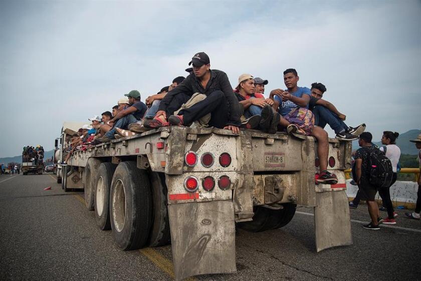 Los miles de centroamericanos que forman parte de la caravana migrante continúan su camino hacia Estados Unidos desde el municipio de Arriaga, que fue su última parada en el estado de Chiapas, y se dirigen a Tapanatepec, estado de Oaxaca (México). EFE