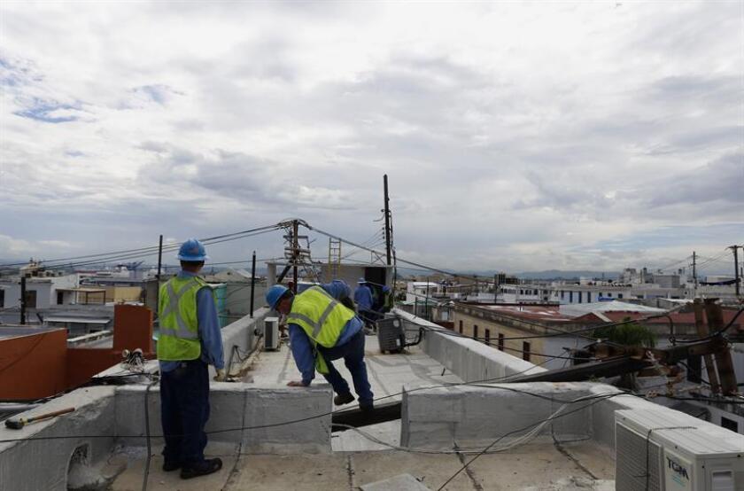 El secretario de Asuntos Públicos y Política Pública de Puerto Rico, Ramón Rosario Cortés, informó que unas 3.300 personas se encuentran trabajando en las labores de recuperación del sistema eléctrico, caído tras el paso del huracán María, y la generación se encuentra en un 51,4 por ciento. EFE/ARCHIVO