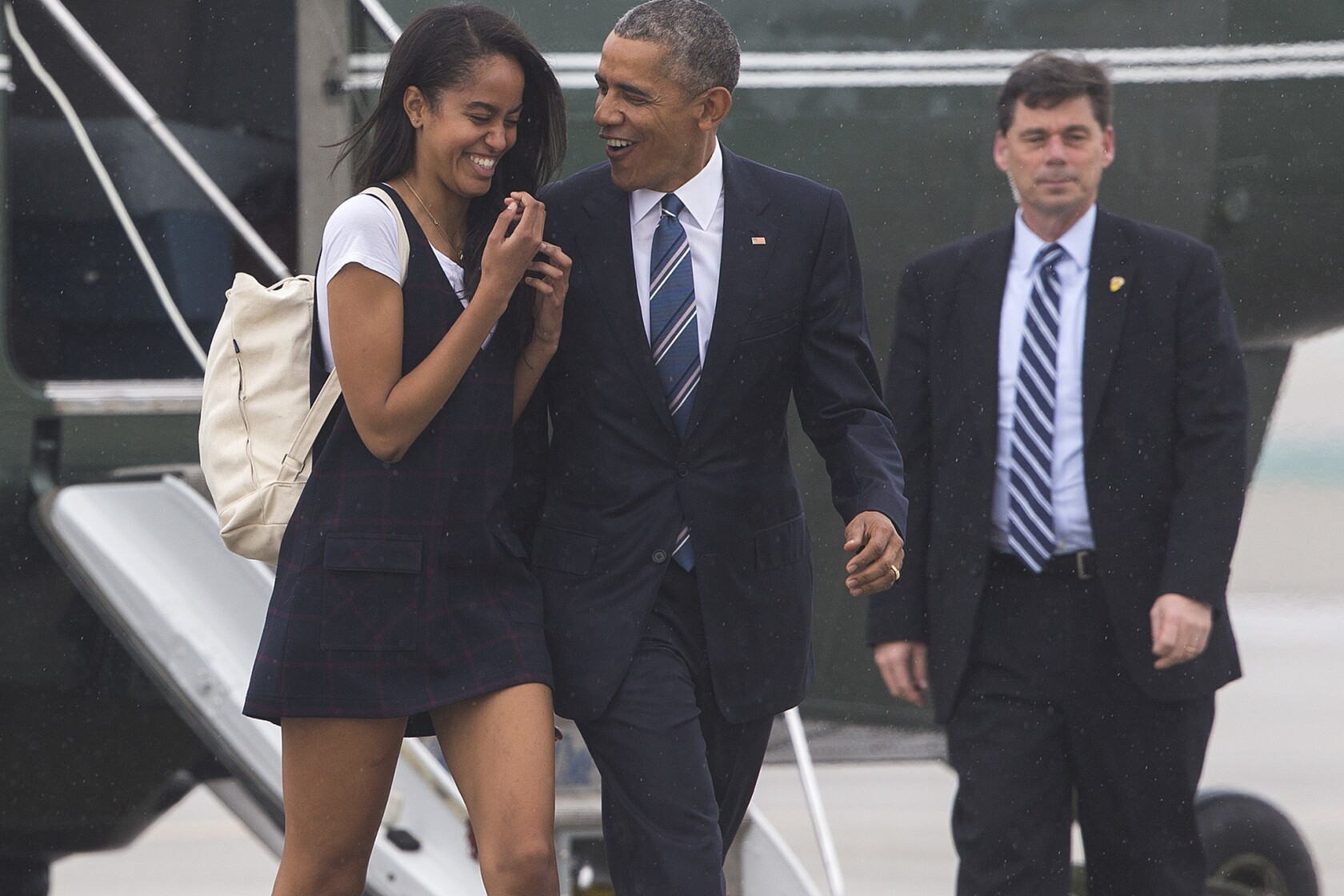 Obama dines with Disney executives, Julia Roberts at glitzy