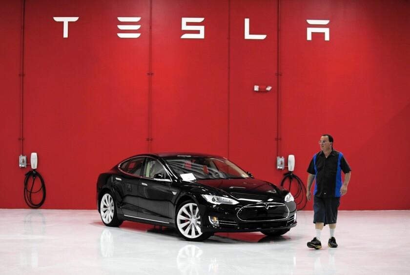 Tesla celebrates new service center, revamped showroom in