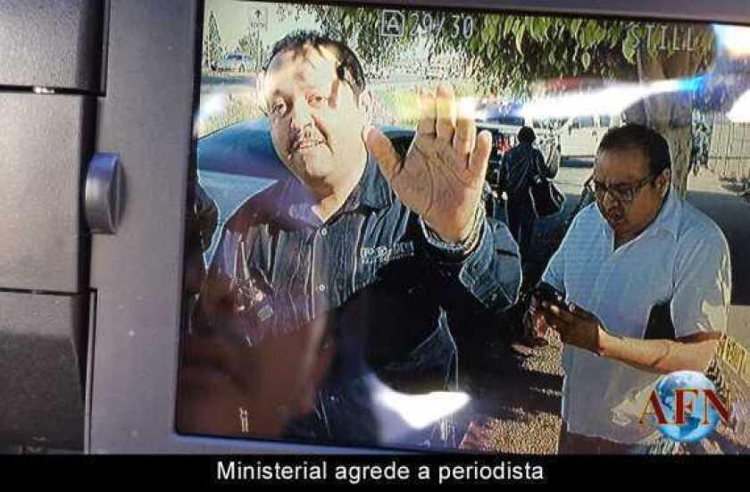 Ministerial agrede a periodista