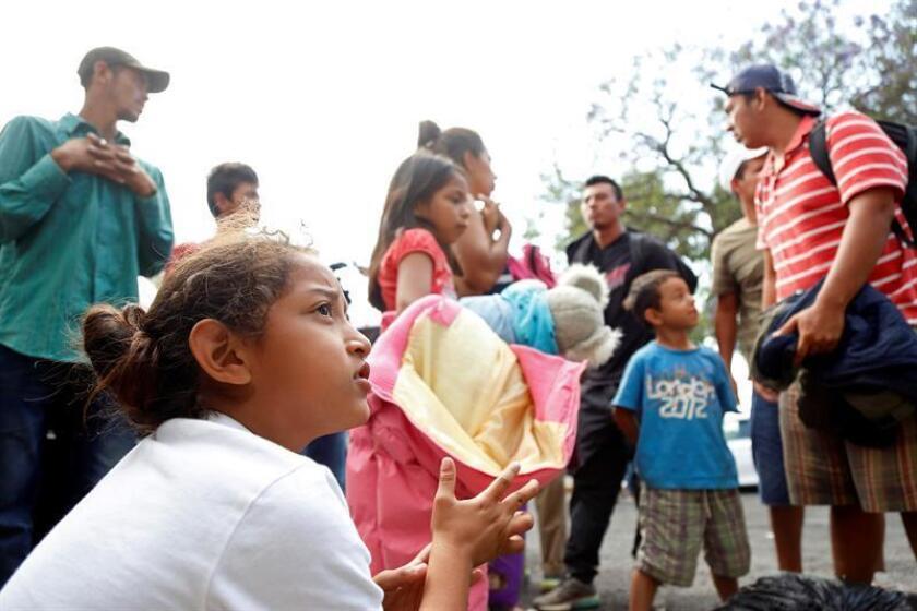 """Las autoridades migratorias mexicanas separan de sus familias a niños migrantes mayores de 12 años provenientes de Centroamérica, lo que causa un """"estrés tóxico"""" en los menores, alertó hoy Dora Giusti, jefa de Protección a la Infancia de Unicef México. EFE/ARCHIVO"""