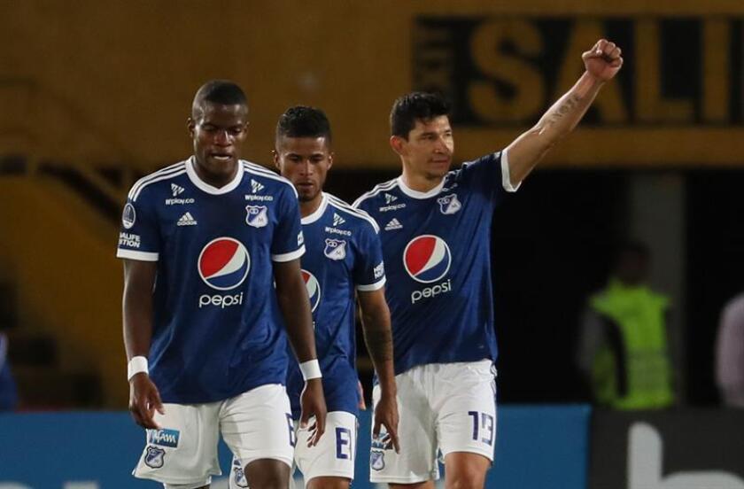 El jugador Roberto Ovelar (d) de Millonarios. EFE/Archivo