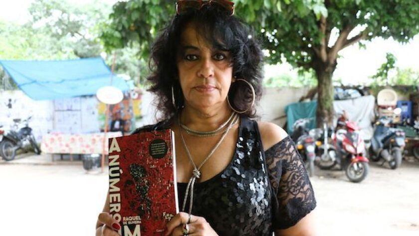 """""""La número uno"""" es una novela mezcla de autobiografía y ficción de Raquel de Oliveira."""
