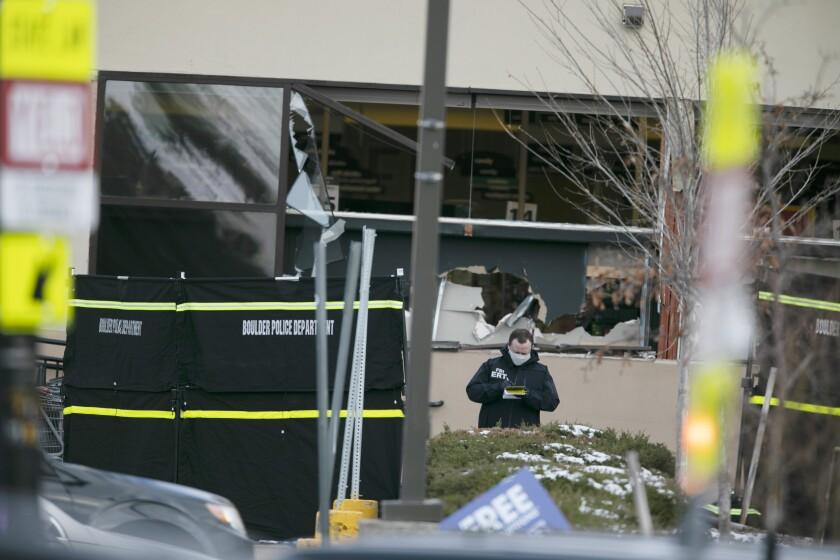 El lugar donde ocurrió la matanza en Boulder, Colorado, el 22 de marzo del 2021. (AP Foto/Joe Mahoney)
