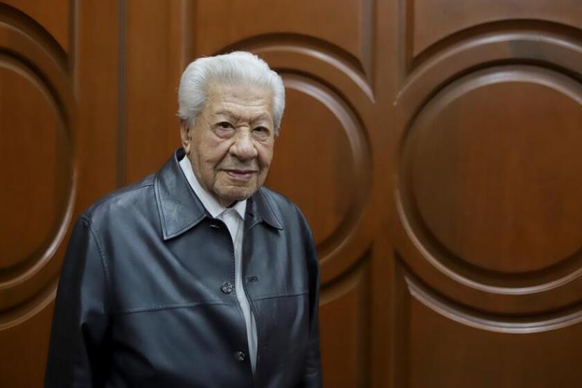 El actor mexicano Ignacio López Tarso posa para una fotografía. EFE/Archivo