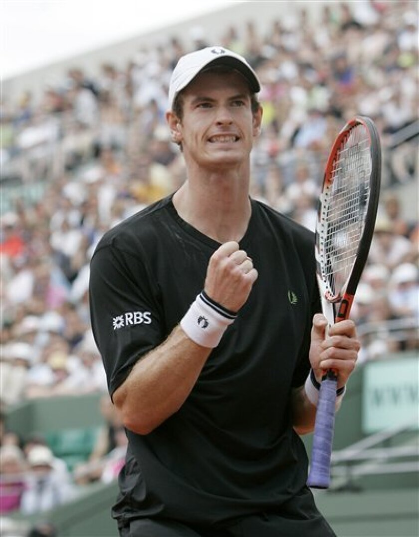 Britain's Andy Murray reacts after winning a point against Croatia's Marin Cilic during their fourth round match of the French Open tennis tournament at the Roland Garros stadium in Paris, Sunday May 31, 2009. (AP Photo/Lionel Cironneau)