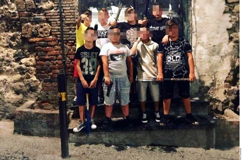 Nápoles, cuna de la mafia de la Camorra, vuelve a acaparar la atención mediática. Sólo que en esta ocasión los protagonistas no llegan a los 18 años de edad.