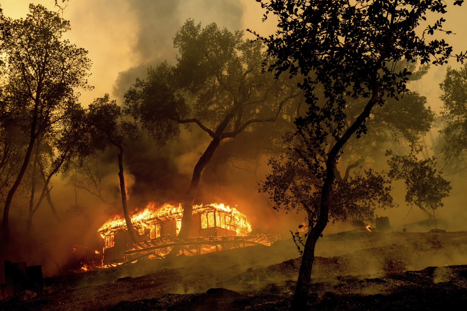 California firefighting resources 'stretched,' Newsom says - Los ...