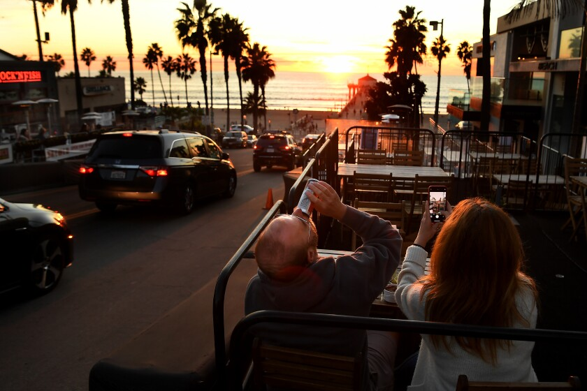 MANHATTAN BEACH, CALIFORNIA DECEMBER 4, 2020-Bryan Yudko and his wife Pam enjoy a meal along Manhattan Beach Blvd. in Manhattan Beach Friday as a lockdown is looming in L.A.County due to the rise in coronavirus cases. (Wally Skalij/Los Angeles Times)