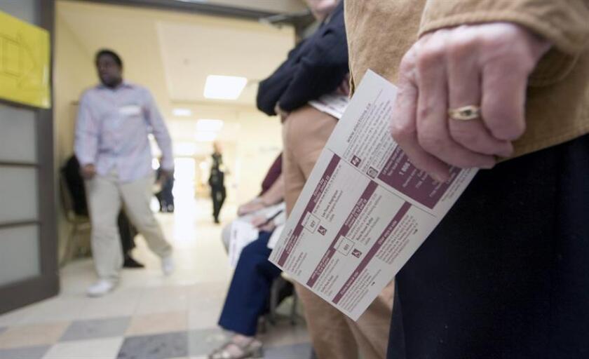 Poco después del cierre de los centros de votación a las 20.00 hora local (00.00 GMT del martes), los principales medios de comunicación ya anticiparon que el partido liderado por Francois Legault conseguirá la mayoría absoluta en el parlamento provincial, la Asamblea Nacional. EFE/ARCHIVO