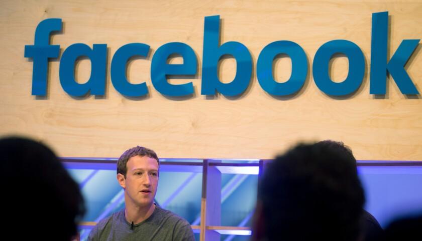 El CEO de Facebook, Mark Zuckerberg, habla en Berlín. (Kay Nietfeld/dpa via AP)