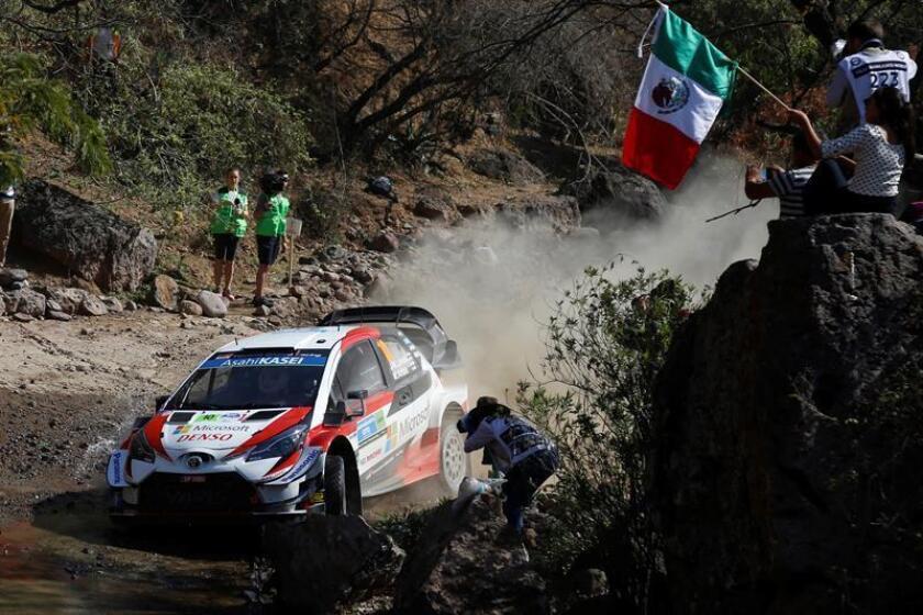 El piloto finlandés Jari-Matti Latvala conduce su Toyota RC1 durante el reconocimiento de tramos del circuito este jueves, en el marco del XVI Rally Guanajuato-México, en León. EFE