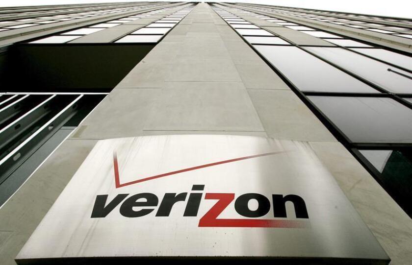 El aviso de Verizon se puede ver en uno de los edificios de esta compañía en Nueva York. EFE/Archivo