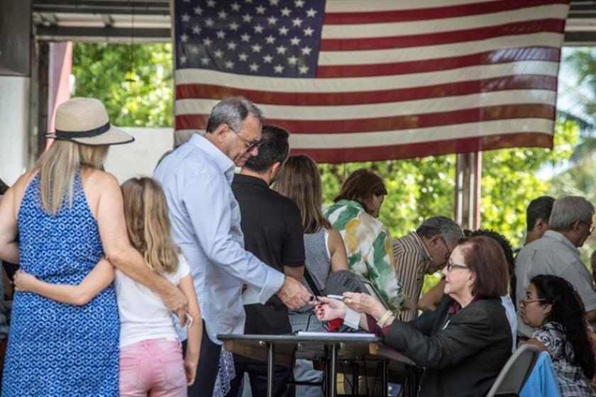 Cuestionada ex supervisora electoral de Florida demanda a gobernador