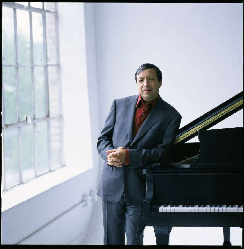 Murray Perahia brought a sharp focus to his concert Thursday at the Valley Performing Arts Center.