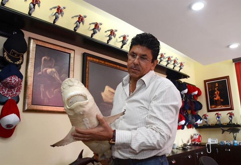 Fotografía del 4 de abril de 2018, del presidente del club de fútbol Tiburones Rojos de Veracruz, Fidel Kuri. La Federación Mexicana de Fútbol (FMF) informó hoy que ha emprendido una investigación a los Tiburones Rojos del Veracruz para encontrar cualquier anomalía en la afiliación del equipo. EFE/ARCHIVO