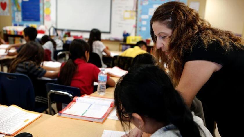 California enfrenta inminente escasez de profesores, y el problema está empeorando