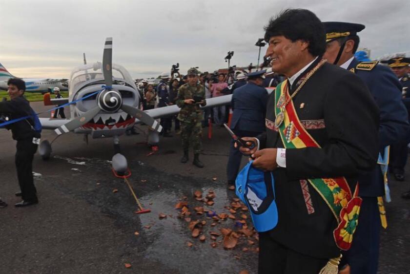 El presidente de Bolivia, Evo Morales, pidió hoy a los jefes de la Fuerza Aérea Boliviana (FAB) crear un curso especial para capacitar al personal militar para el manejo del nuevo sistema de radares con que contará el país.