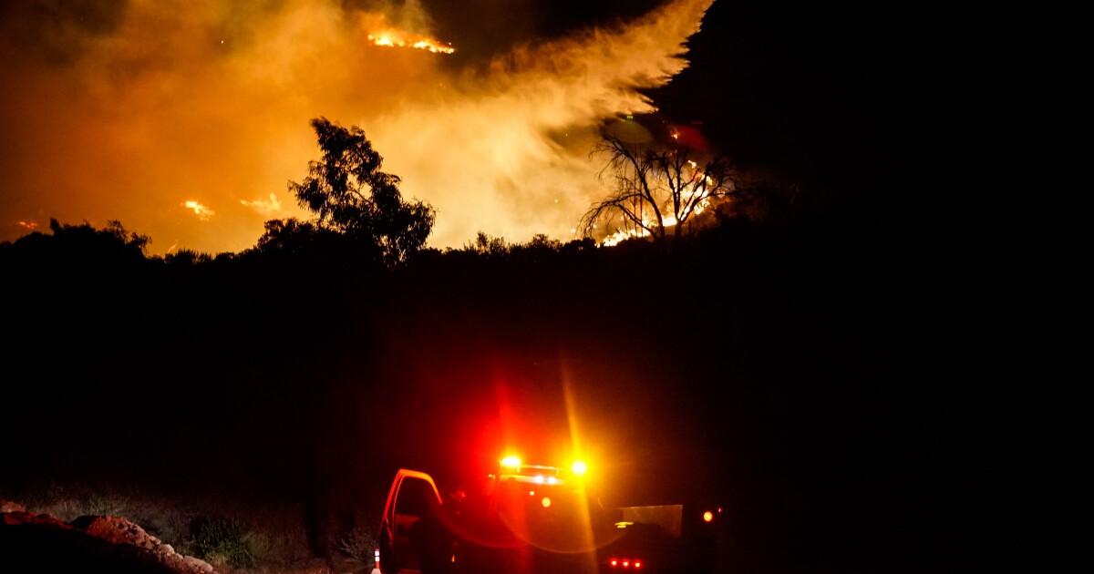 Saddleridge火災避難区、道路の閉鎖、周囲の避難センター