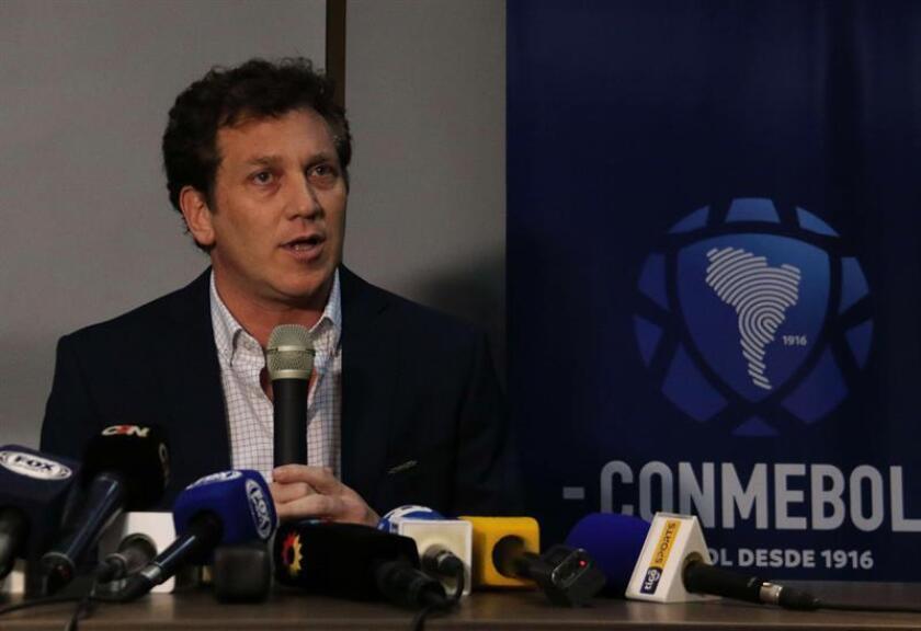 El presidente de la Confederación Sudamericana de Fútbol (Conmebol), Alejandro Domínguez, habla en una rueda de prensa en la sede de la Conmebol hoy, jueves 29 de noviembre de 2018, en Luque (Paraguay). EFE