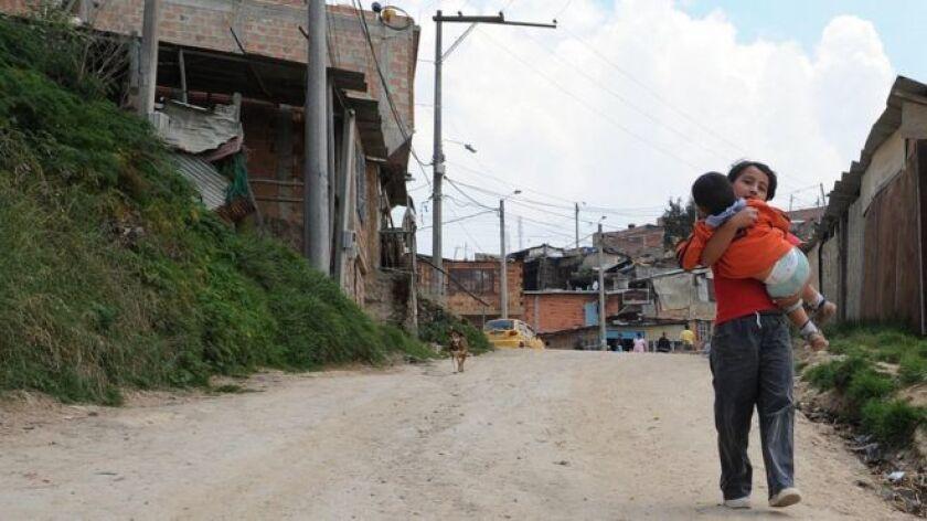 El domingo a las 9 de la mañana, Yuliana Andrea Samboni, de 7 años, jugaba en la puerta de su humilde casa en el barrio Bosque Calderón, en la localidad de Chapinero, al norte de Bogotá.Horas después, a las 7:30 de la tarde, la niña fue encontrada muerta, con aparentes signos de tortura y violencia sexual.