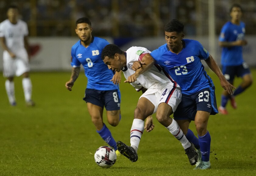 United States' Tyler Adams and El Salvador's Melvin Cartagena fight for the ball.