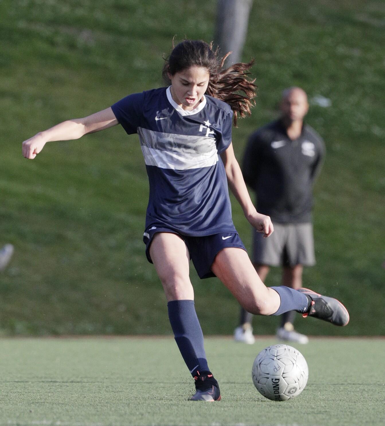 Flintridge Prep Girls Soccer Players Dominguez Oh Shurman Pick Up All Cif Accolades Los Angeles Times