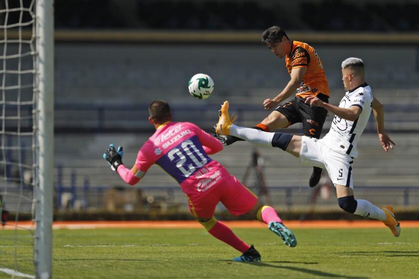 Los jugadores de Pumas previo al partido contra Pachuca por los cuartos de final del torneo Apertura