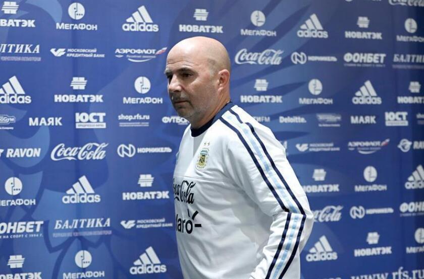 El seleccionador argentino Jorge Sampaoli ofrece una rueda de prensa en Moscú (Rusia) hoy, 10 de noviembre de 2017. EFE