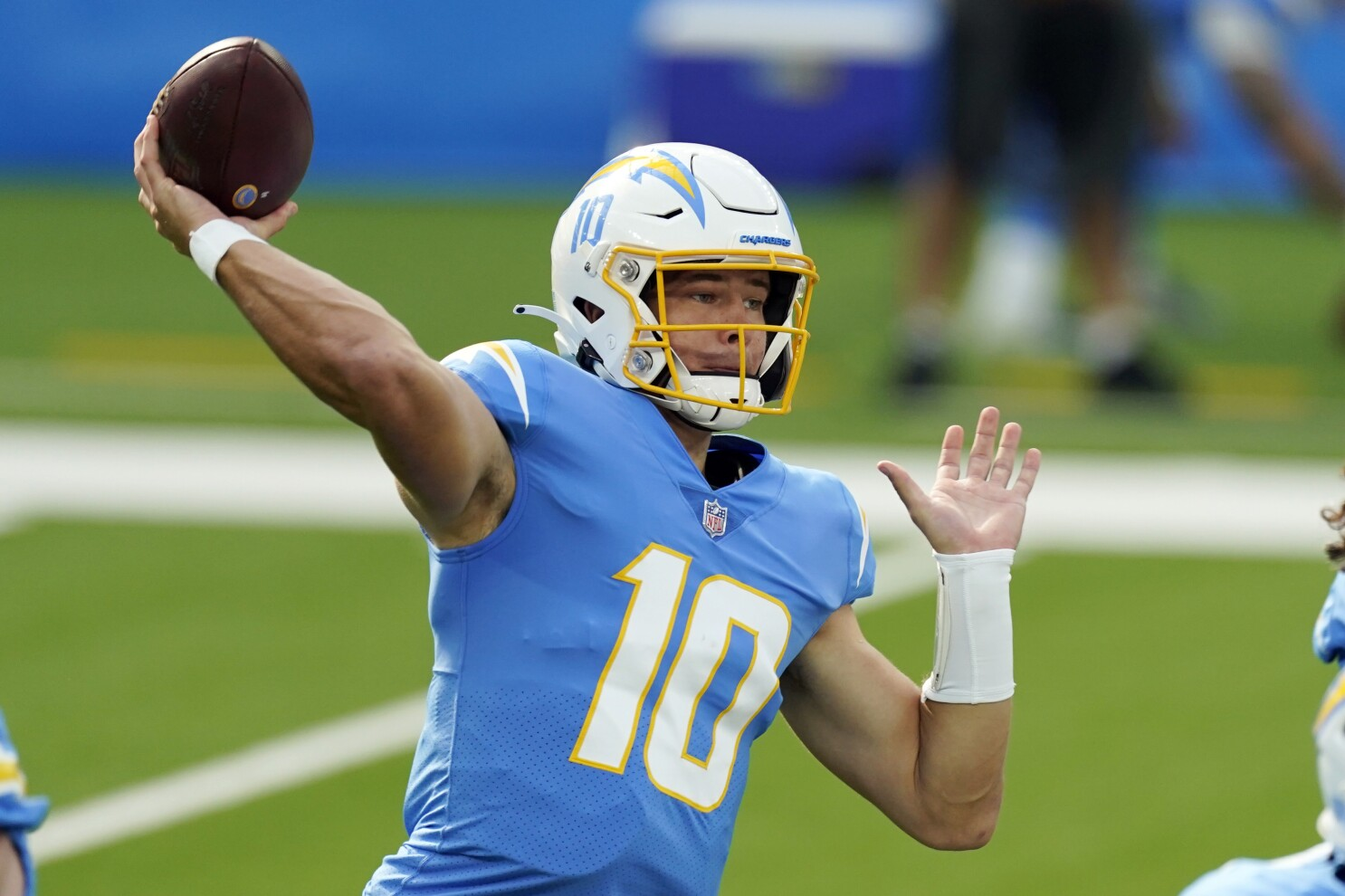 Chargers barely beat Jets; Justin Herbert sets rookie record - Los Angeles Times
