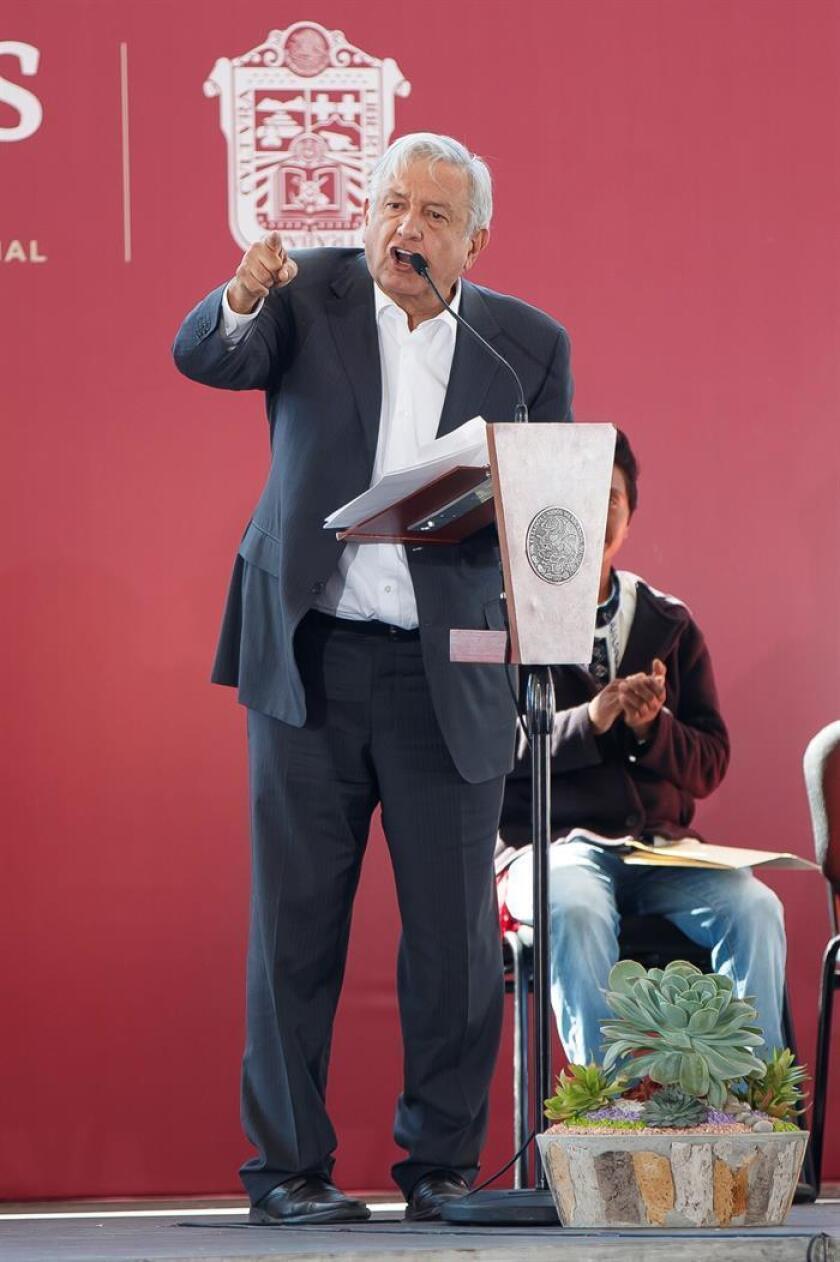 El presidente de México Andrés Manuel López Obrador habla durante la entrega de Programas Integrales de Desarrollo en un evento realizado en el municipio de Acambay (México). EFE/Archivo