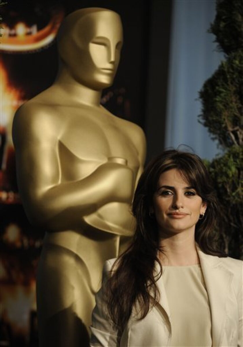 """Actress Penelope Cruz, nominated for best actress in a supporting role for her work in """"Vicky Cristina Barcelona,"""" arrives at the Academy Award luncheon in Beverly Hills Calif., on Monday, Feb 2, 2009. (AP Photo/Chris Pizzello)"""