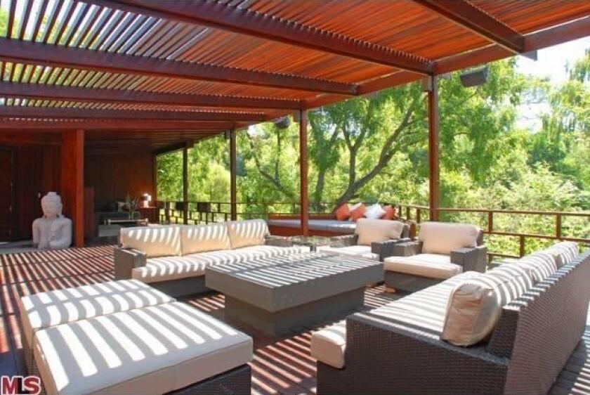 Josh Hutcherson sells his tree house