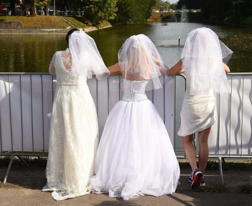 El miedo persistente e injustificado a quedarse solteros para siempre o a no encontrar pareja y, en definitiva a quedarse solos, más allá si hay o no un deseo de casarse, se llama anuptofobia.EFE