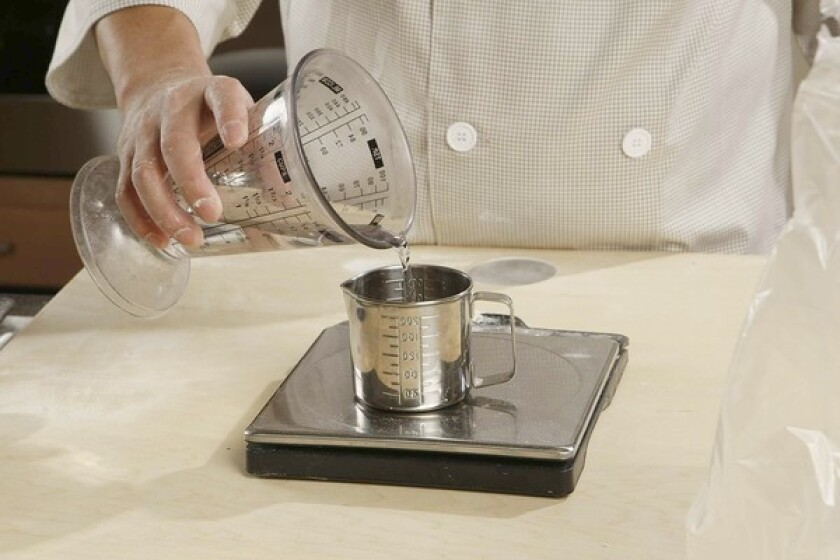 Use a kitchen scale to measure out 40 grams of all-purpose flour, 160 grams of buckwheat flour and 80 grams of water.