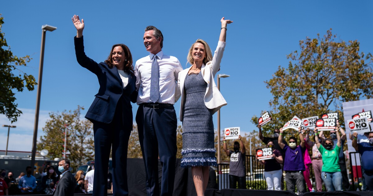 Column: Old rivalry, Newsom vs. Harris, assumes new proportion as Democrats look to 2024 and beyond