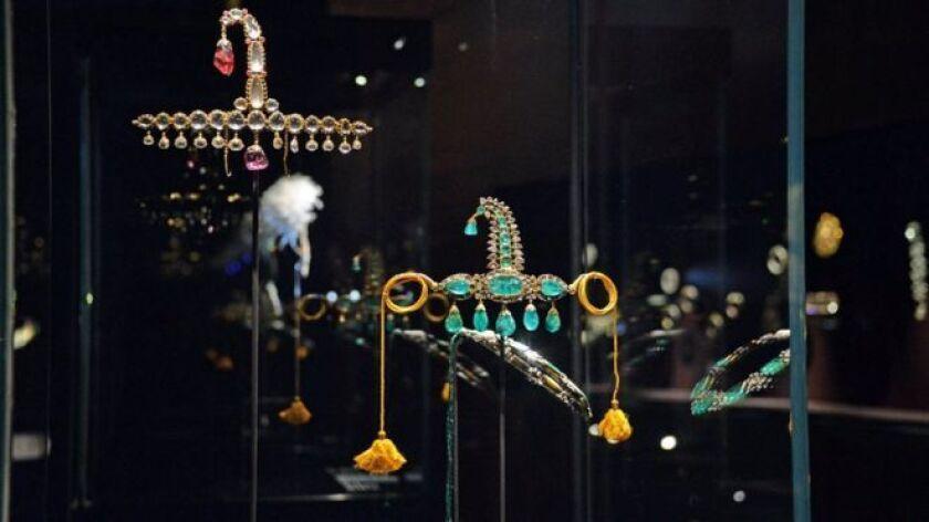 Unos audaces ladrones lograron hacerse con varias piezas de joyería de la colección de la familia real de Qatar en una exposición en Venecia, Italia.