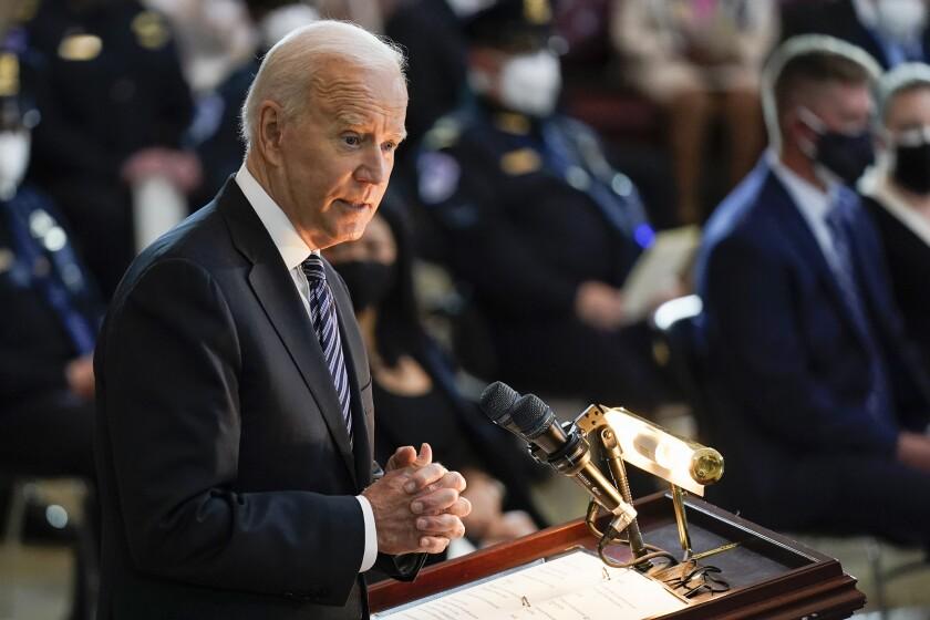 El presidente de EEUU Joe Biden en una ceremonia en el Capitolio en Washington