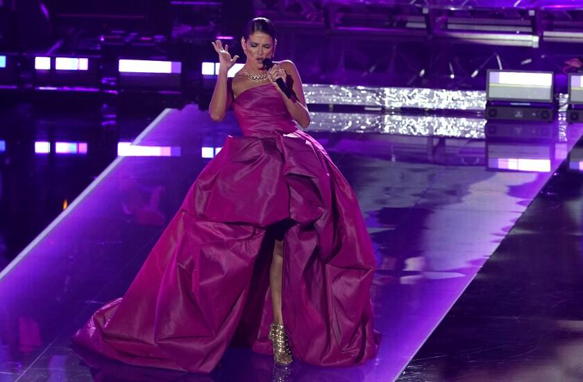 Natalia Jiménez canta en un homenaje a Julio Iglesias