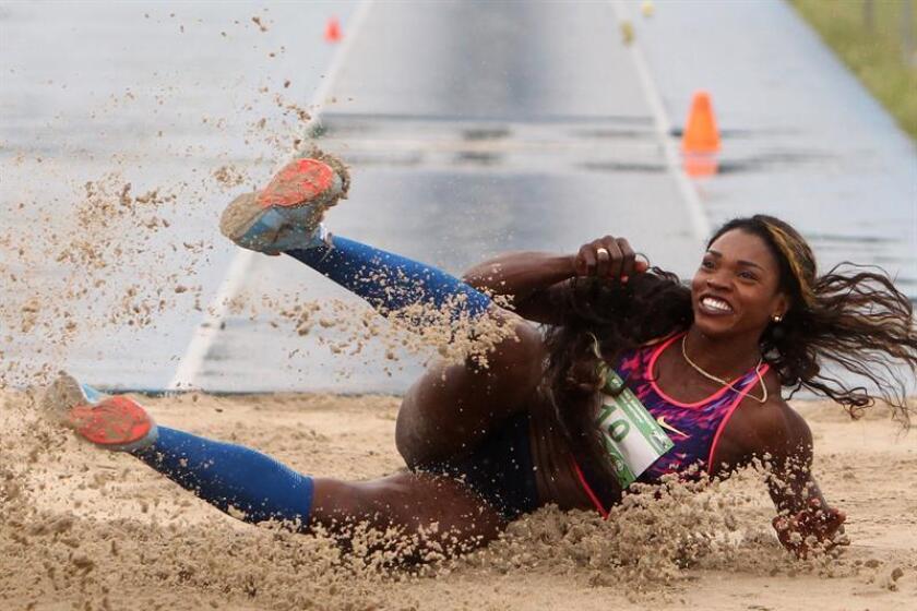 En la imagen, la actual campeona olímpica de salto triple, la colombiana Caterine Ibargüen. EFE/Archivo