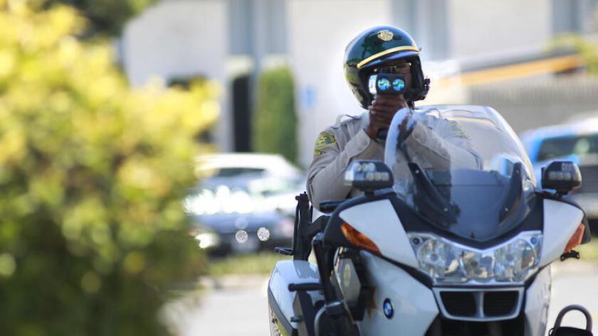 En California hay 24 millones de automovilistas y anualmente reciben alrededor de 5.2 millones de multas de tránsito.