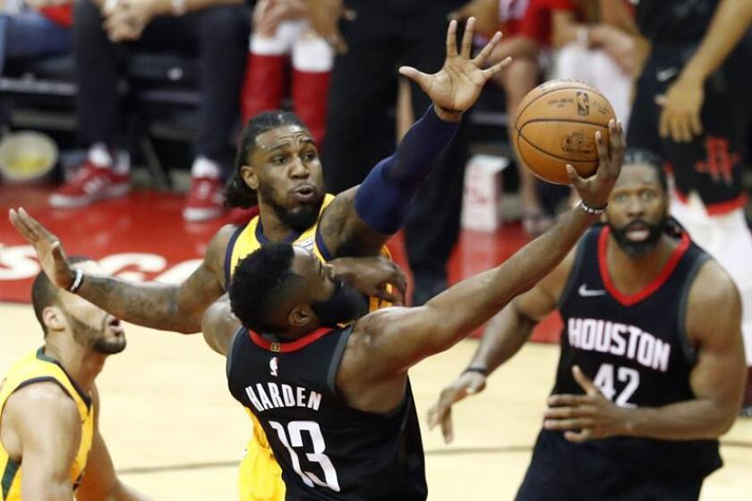Utah Jazz player Jae Crowder (L) tries to block a shot against Houston Rockets player James Harden (R) in the first half of their NBA Western Conference Semifinals Playoff basketball game at the Toyota Center in Houston, Texas, USA, 29 April 2018. EFE