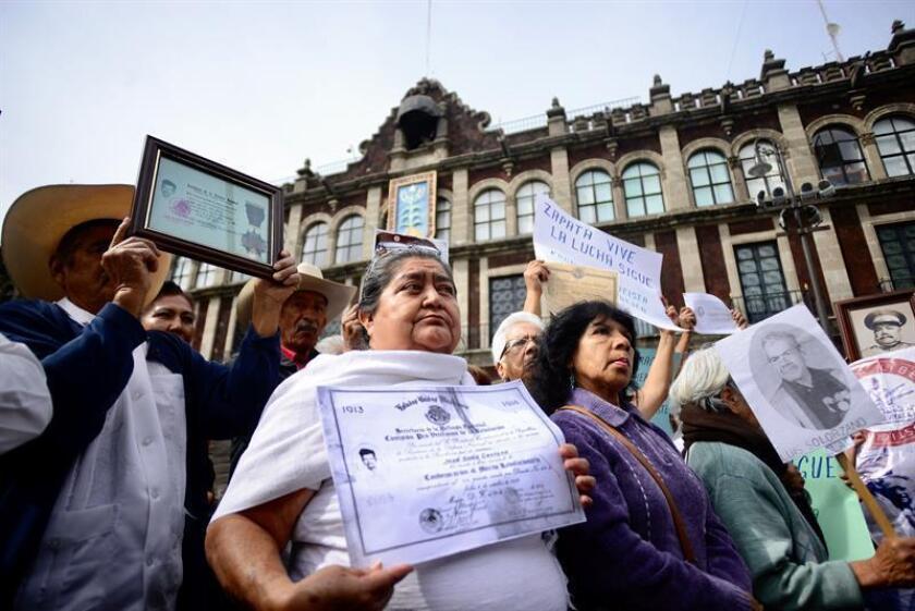 Más de mil descendientes de revolucionarios mexicanos lograron a través de un juicio de amparo que el Gobierno del sureño estado de Morelos esté obligado a pagarles la pensión vitalicia que deberían haber percibido desde 2012 y que hoy han vuelto a reclamar en las calles. EFE