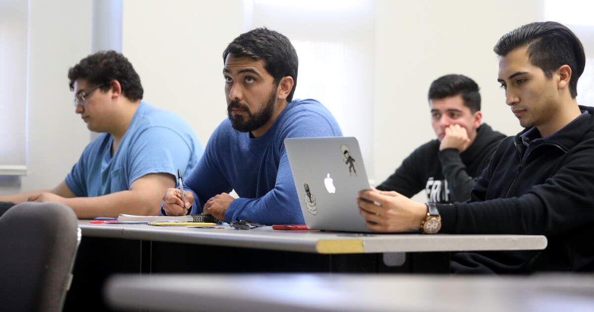U.S. college students choosing Baja California school over state universities