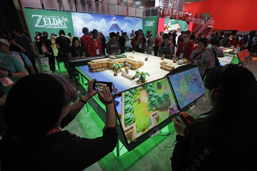 """LOS ANGELES, CA -- JUNE 11, 2019: Nintendo's """"The Legend of Zelda: Link's Awakening"""" at E3 at the Lo"""